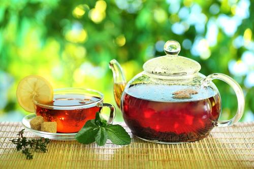 Заварной чайник с чаем