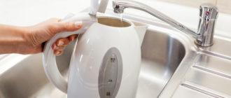 Электрический чайник с водой