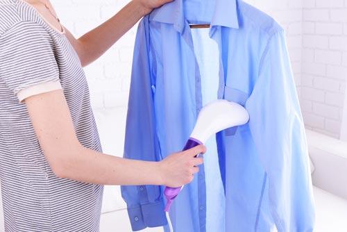 Глажка одежды при помощи отпаривателя