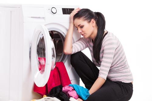 Открытый люк стиральной машины