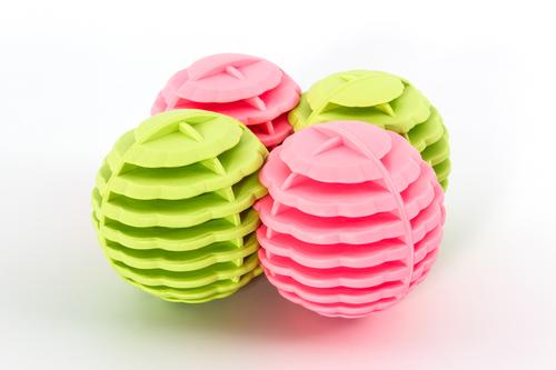 Разноцветные турмалиновые шарики для стирки