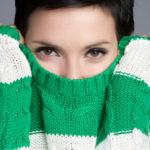 Растянувшийся шерстяной свитер