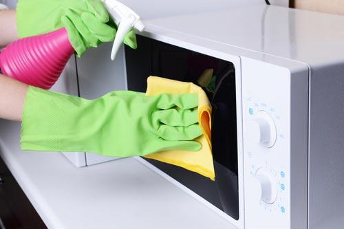 Чистка поверхности микроволновой печи