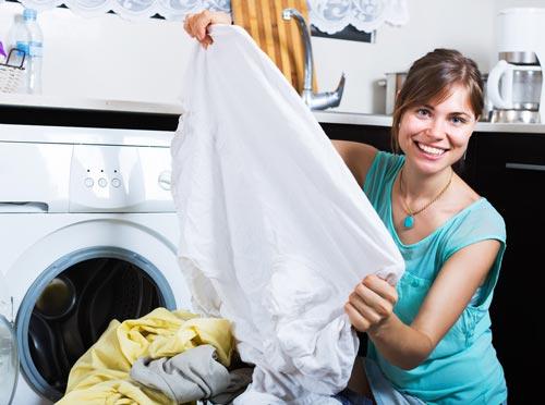 Одежда после выведения пятен и стирки