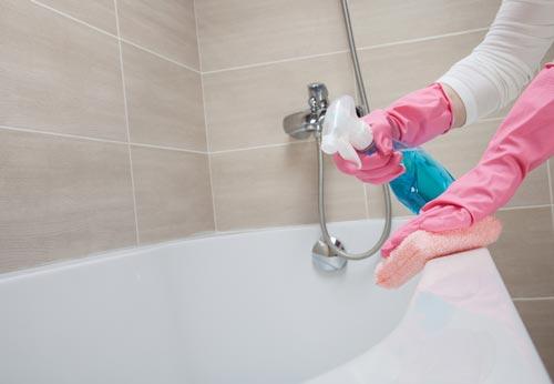 Мытье акриловой ванны бытовой химией