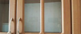 Кухонные шкафчики со стеклянными вставками
