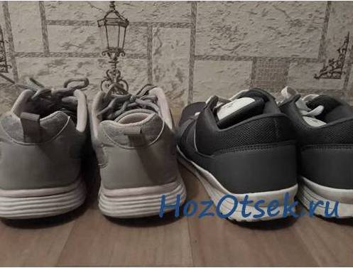 Две пары кроссовок