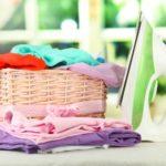 Чистая одежда после глажки