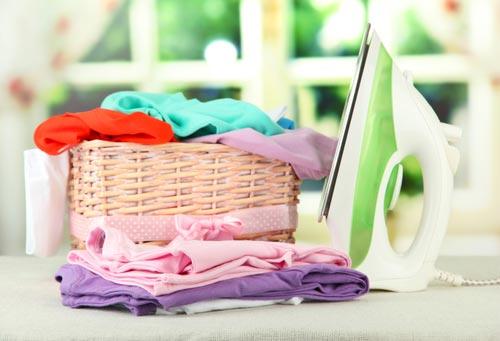 Чистая одежда в корзине