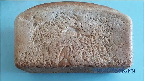 Свежая булка белого хлеба