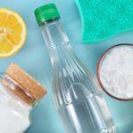Сода, соль, уксус и лимон для очистки ткани от пятна от масла
